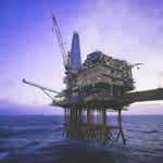 A working oil platform © www.headhunterinc.com.